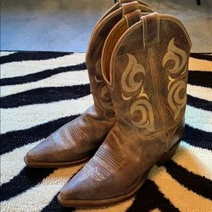 Justin Distressed Leather Cowboy Boots
